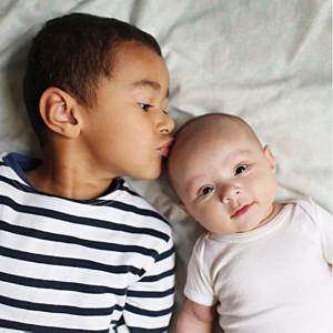 Faire-part de naissance bilingue bilingue justifié 2photos lila